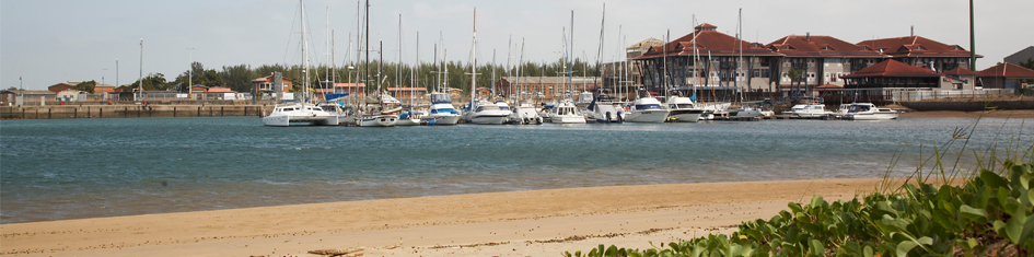 boats in harbour at richards bay Boote im Hafen in Richards Bay<